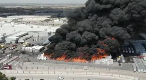 Destruye un incendio 2 mil 500 vehículos recreativos