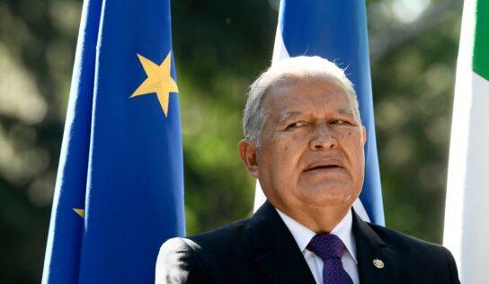 Nicaragua nacionaliza a ex presidente prófugo de El Salvador