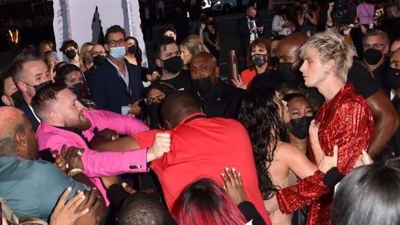 Tensión en los MTV Video Music Awards: Conor McGregor agredió al novio de Megan Fox en la alfombra roja
